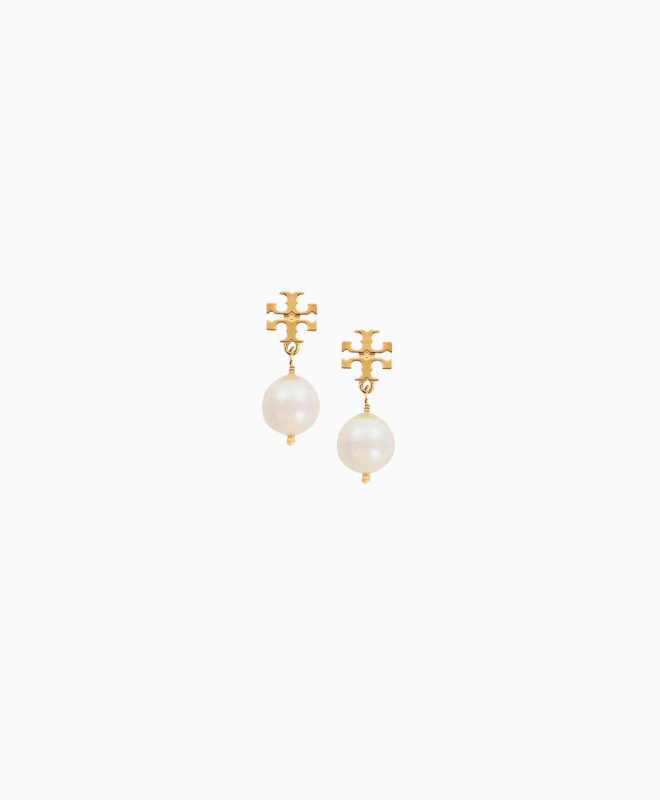 TORY BURCH earrings rental Crystal Pearl Drop. These small buckles have a gold tie and a Swarovski crystal bead. Discreet, they will dress your face by bringing a touch of light. These earrings will fit any occasion you may have. 1
