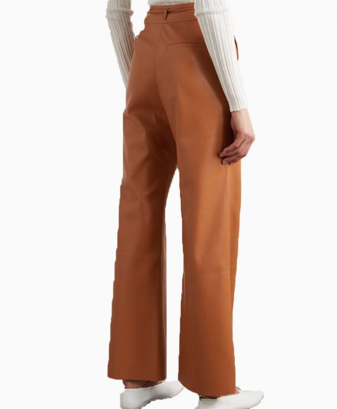 Location  pantalon Nanushka 3