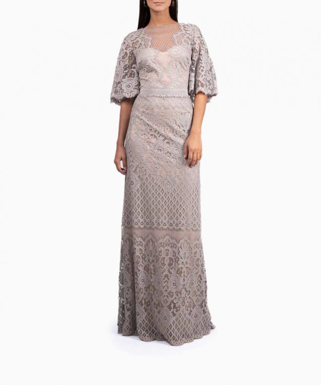 Location robe dentelle TADASHI SHOJI. Le créateur japonais signe une robe longue d'inspiration estivale grâce à sa couleur douce. 2