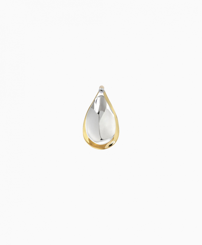 CHARLOTTE CHESNAIS earrings rental Petal XL. This mono-loop masterpiece takes the structure of a flower. In silver and young vermeil, this earring is a modern  piece that will bring the final touch to your look! 1